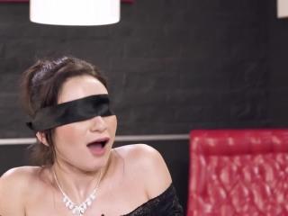Секс видео молодых девушек, которые очень любят сосать хуй у парней в машине!