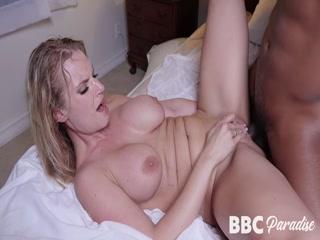 Секс с незнакомой женщиной дома у ее мужа-рогоносца и его жены