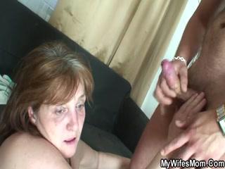Бабушка с внуком занимаются сексом  смотреть