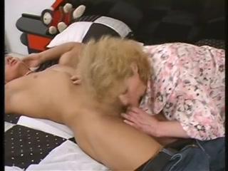 Секс видео инцест с молодой женой и ее парнем-плем
