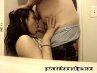 Мужик трахнул жену с большими сиськами и кончил ей на лицо